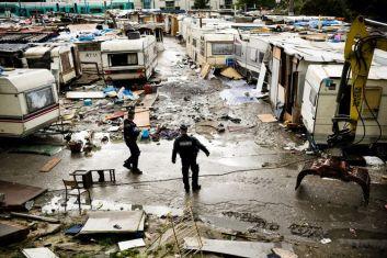 686913-dementelement-camp